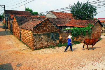 Duong Lam Village Motorbike Tour Full Day