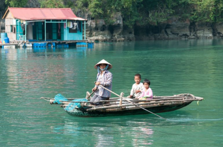 Floating-village-in-Halong-Bay
