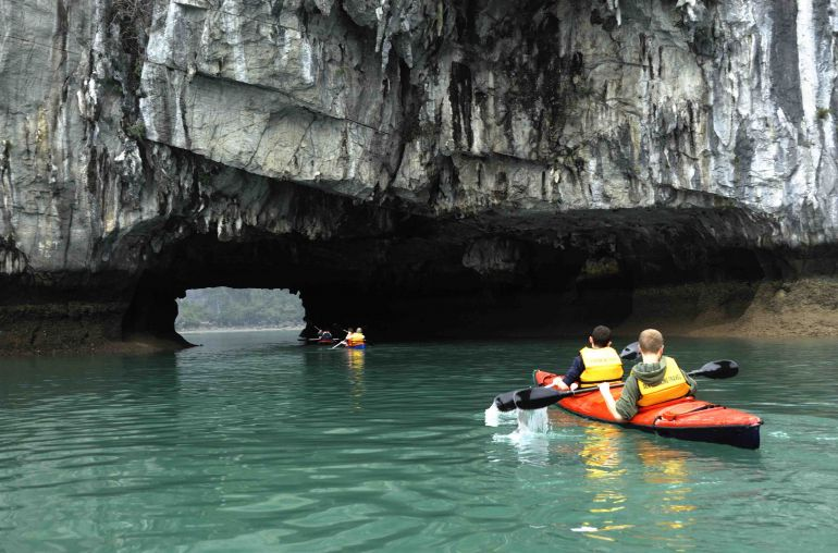 Kayaking-Dark-Cave-and-Bright-Cave