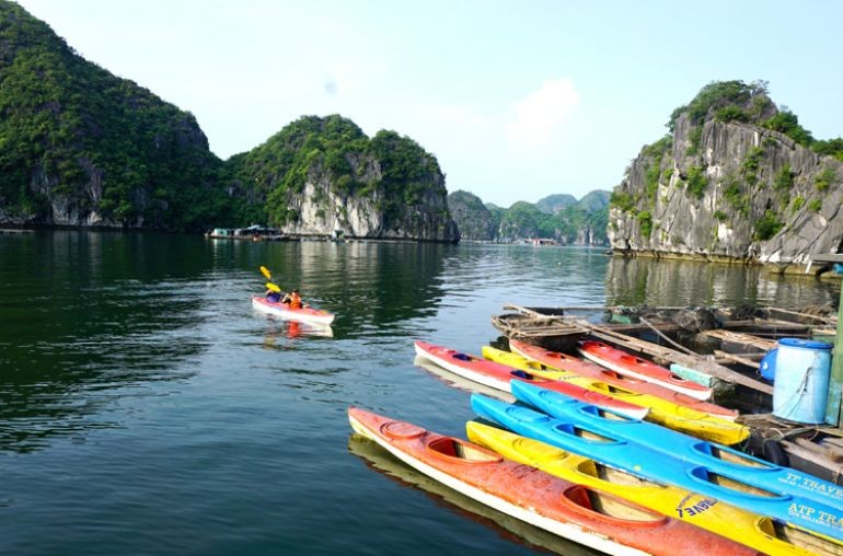 Kayaking-Lan-Ha-Bay