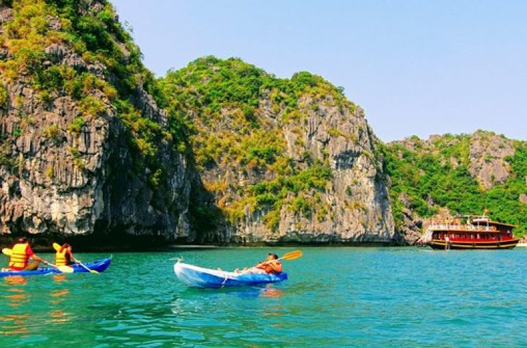 Kayaking-at-Three-Peaches-Islet