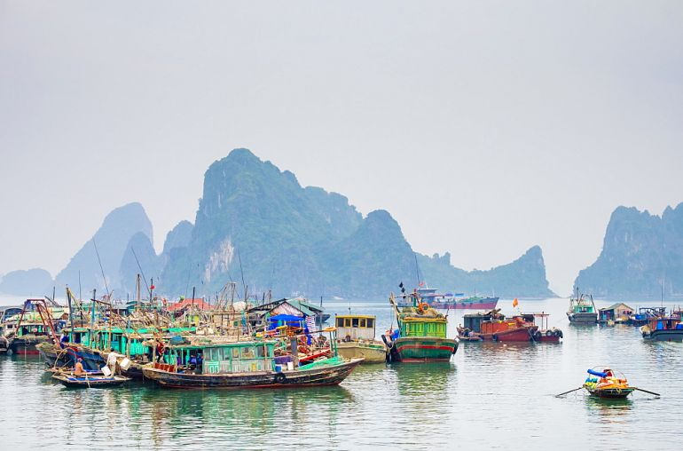 Colorful-fishing-boats-in-the-harbor-at-Cai-Rong