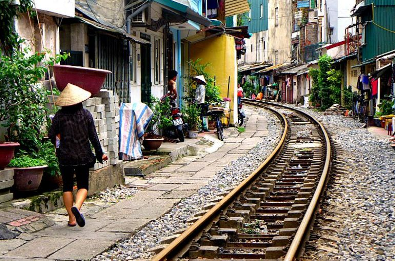 Hanoi-train-tracks